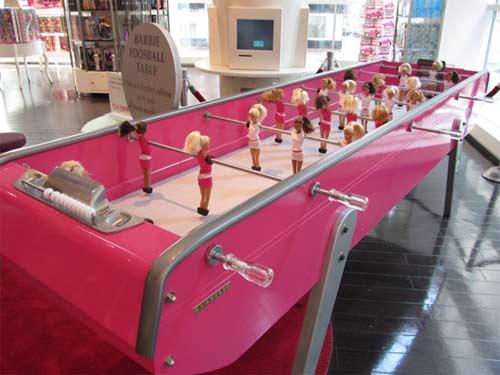 I Love Pink - brinquedos cor de rosa - futebol com bonecas Barbie