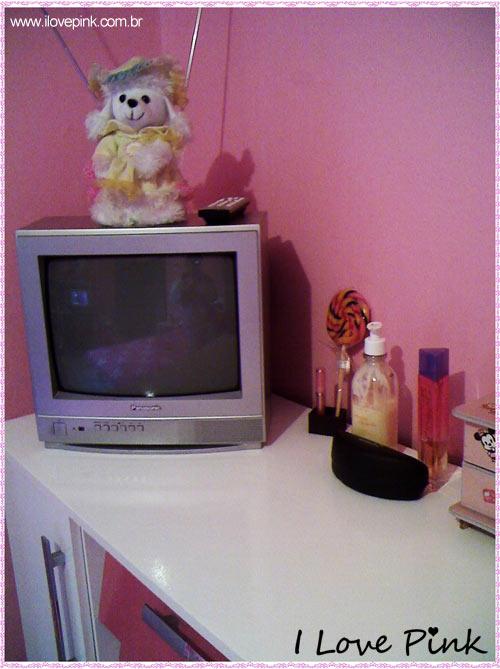I Love Pink - Meu Quarto Cor de Rosa: Bruna - cômoda com televisão