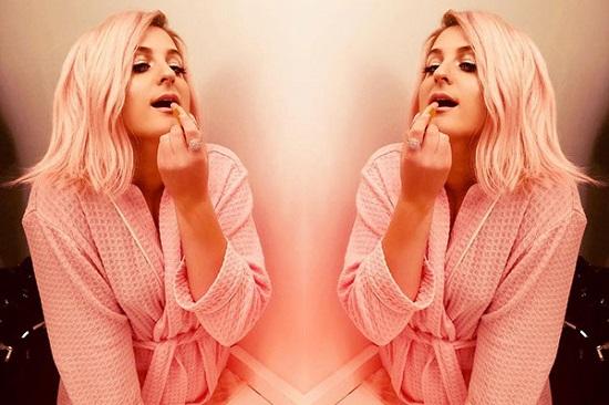 Meghan Trainor pintou os cabelos de rosa