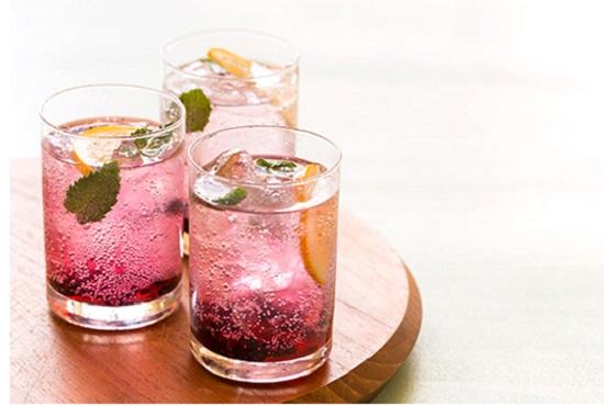 5 bebidas cor-de-rosa deliciosas para fazer em casa!