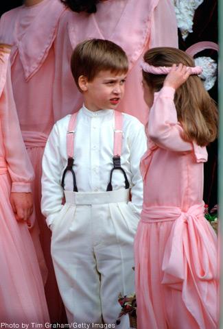 Príncipe William com suspensórios rosa
