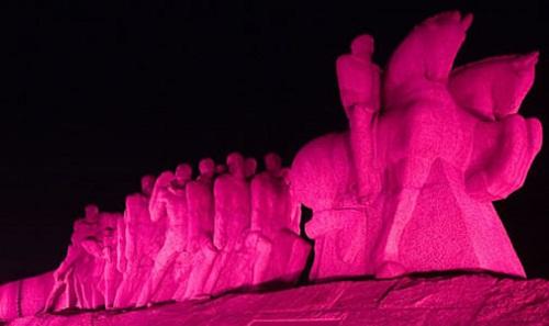 Monumento às Bandeiras - Outubro Rosa