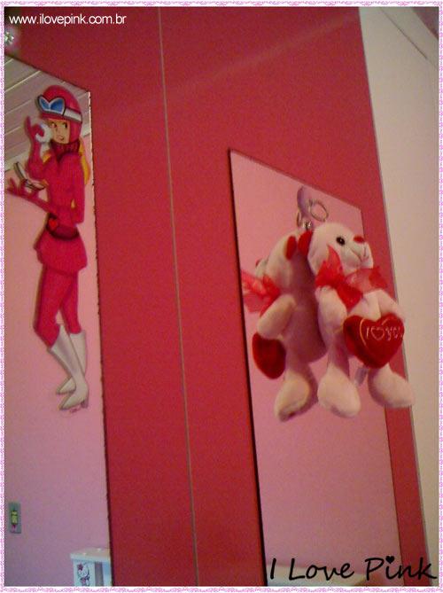 I Love Pink - Meu Quarto Cor de Rosa: Bruna - Penelope Charmosa e ursinho de pelúcia no espelho do guarda-roupa