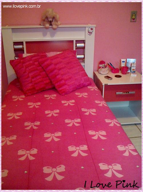 I Love Pink - Meu Quarto Cor de Rosa: Bruna - cama com colcha pink e lacinhos cor de rosa