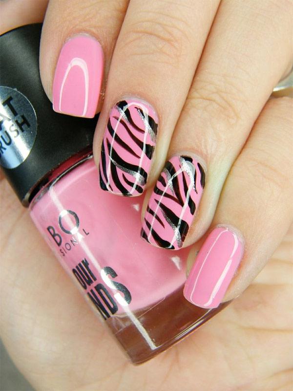 Ideias de unhas decoradas com esmalte cor de rosa