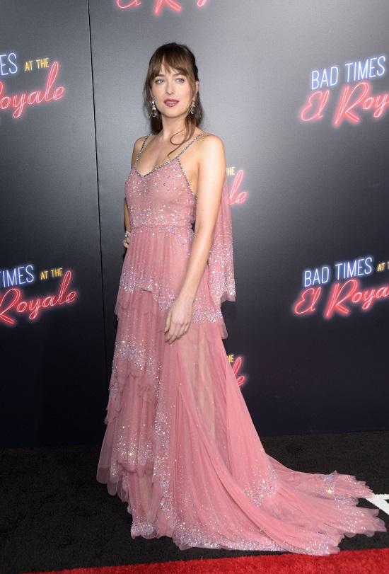 O look princesa da Dakota Johnson